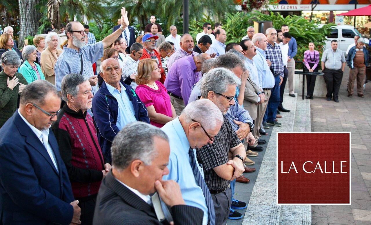 Parte de la concurrencia a la actividad de Ayuno y Oración en Mayagüez (Suministrada/Cámara de Representantes).