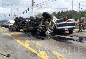 Camión volcado esta tarde en intersección del McDonald's de Añasco (Preliminar)