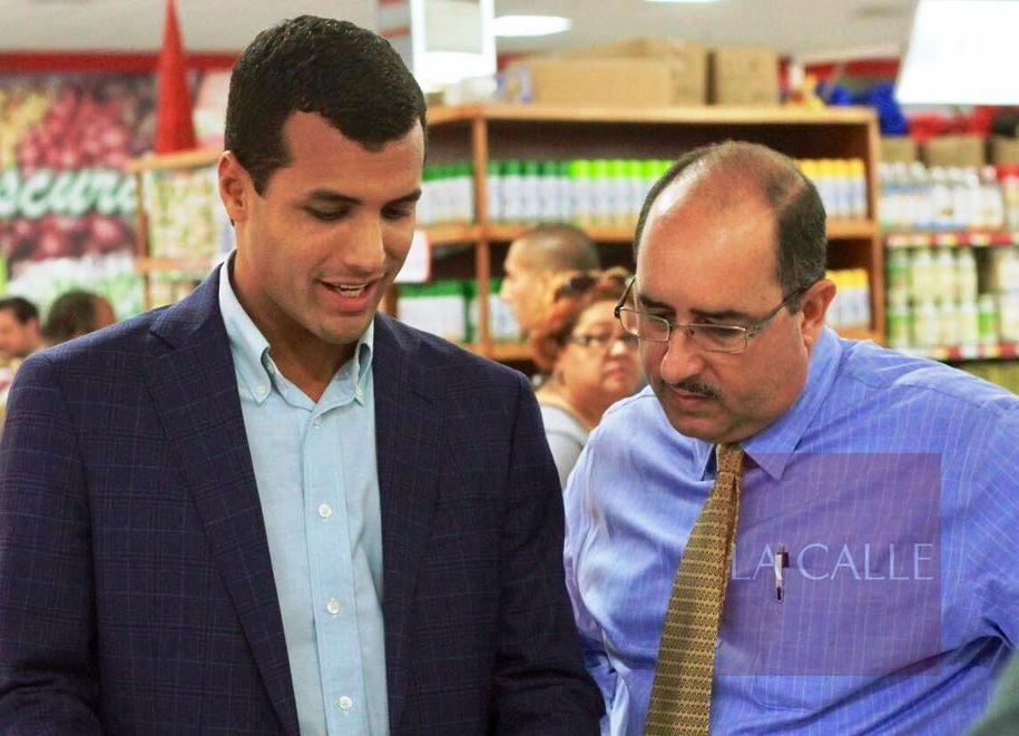 Los secretarios del DACO y Agricultura, Michael Pierluisi y Carlos Flores Ortega (Suministrada).