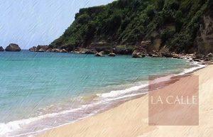 """Rescatan con vida niño arrastrado por la corriente cuando """"surfeaba"""" en playa Las Ruinas de Aguadilla"""