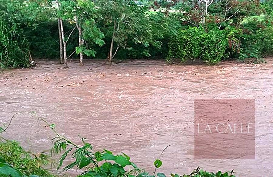 El Río Guanajibo cerca de su nivel de desbordamiento (Archivo/LA CALLE Digital)