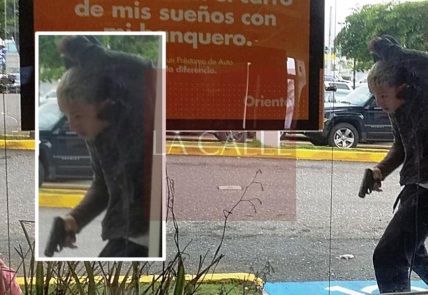 Foto de las cámaras de seguridad del Oriental Bank de Hatillo, en la que se puede ver al sospechoso armado (Suministrada/Policía).