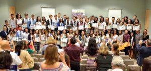 Estudiantes de escuela superior se gradúan del programa R2DEEP del RUM