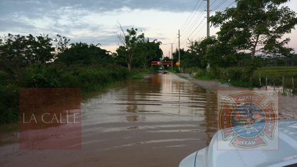 Inundaciones obligaron al cierre de la carretera 115(Foto/Rescate Cortés).