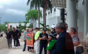 Sigue por ahora la venta… Queda sin efecto paralización de la venta de bolsas anaranjadas en Cabo Rojo