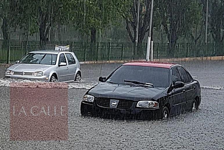 Tramo de la calle Martínez Nadal inundado (Foto cortesía/ Lourdes Pérez).
