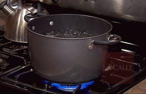 """Un pasatiempo estúpido y peligroso… Preocupación por el """"reto"""" del caldero de agua hirviendo (Hot Water Challenge)"""