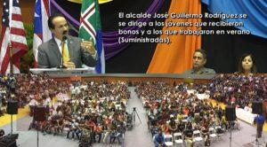 Entregan bonos de graduación y cheques de empleo de verano a más de 1,200 jóvenes de Mayagüez