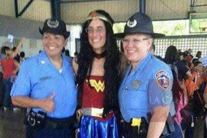 """Superintendente de la Policía defiende su disfraz de """"Wonder Woman"""""""
