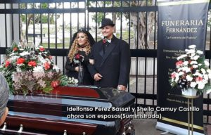 Frente a un ataúd… Idelfonso y Sheila se casaron esta tarde en el cementerio de Mayagüez (Fotos)