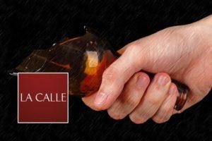 Mujer ataca a su pareja con una botella rota en San Sebastián
