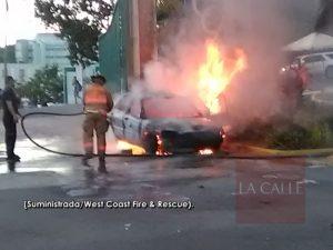 Provoca tremendo tapón… Carro coge fuego esta tarde en la entrada del RUM (Fotos y vídeo)