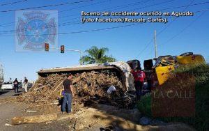 Se vuelca camión con escombros esta mañana en Aguada