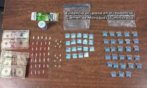 Arrestan esta tarde a pareja en posesión de drogas en el residencial Carmen de Mayagüez (Fotos)