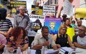 Ya están hartos… Residentes de Comerío llegan a La Fortaleza a exigir servicio de energía para salvar vidas en riesgo