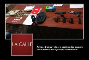 Ocupan drogas, armas y dinero y arrestan una mujer durante allanamiento en Aguada