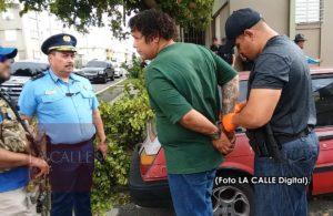 Cuatro arrestos esta tarde en los residenciales Carmen y Roosevelt de Mayagüez (Fotos)