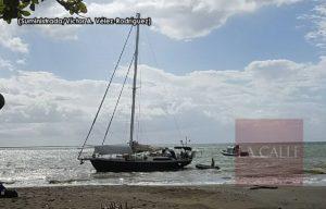Velero australiano encalla esta tarde en playa frente al estadio Isidoro García de Mayagüez