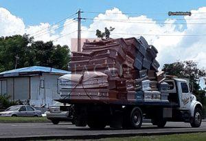 Probables explicaciones al transporte de 39 ataúdes en una grúa ayer en Mayagüez