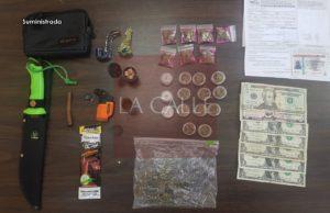 """Le confiscan marihuana, un puñal y hasta el carro, a otro que se """"comió un pare"""" en Mayagüez"""